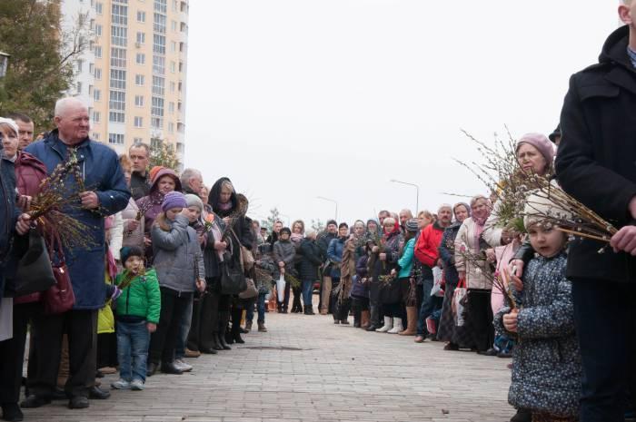 Очередь в ожидании освящения вербы. Фото Анастасии Вереск