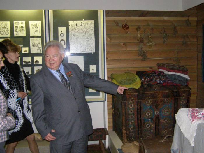 Георгий Михайлович вспоминает свое детство во время встречи в музее. Фото Ирины Торбиной
