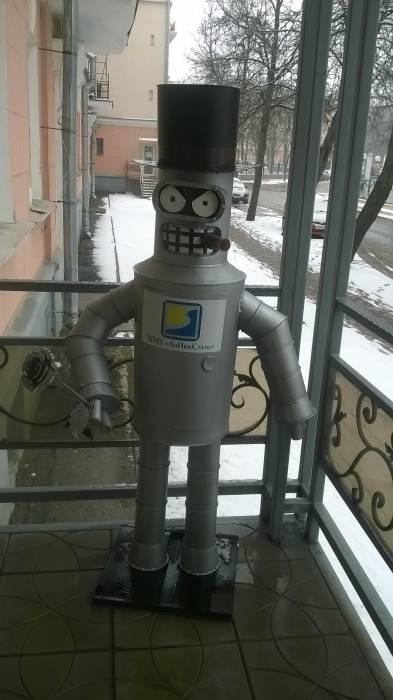 Несмотря на то, что робот Бендер будет создан только в 2996 году, здесь предвосхитили его появление. Фото Анастасии Вереск