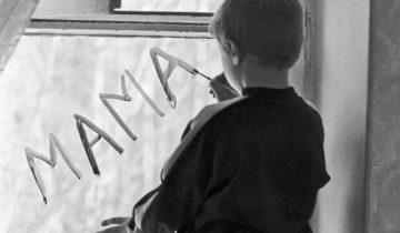 Более 20 тысяч детей в Беларуси нуждаются в семье. Фото stopnark.ru