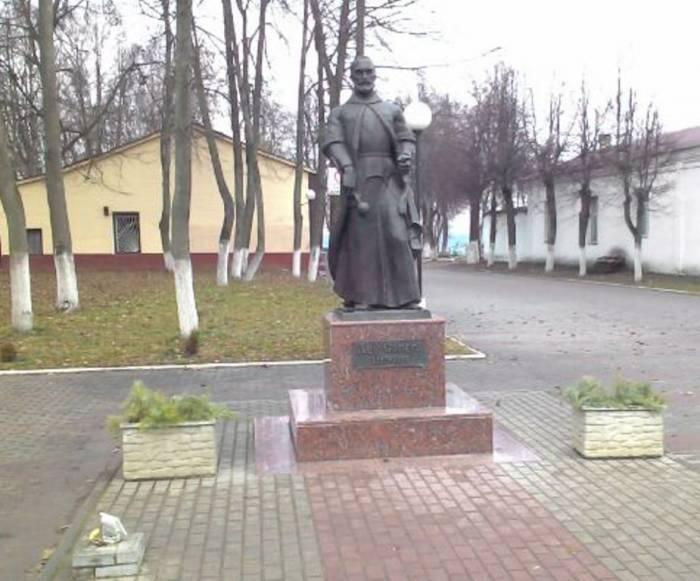 Лев Сапега, Витебская область, Лепель, памятник