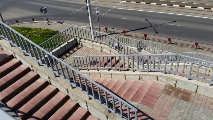 Чтобы подобраться к дому, придется преодолеть энное количество ступенек. Фото: Аля Покровская
