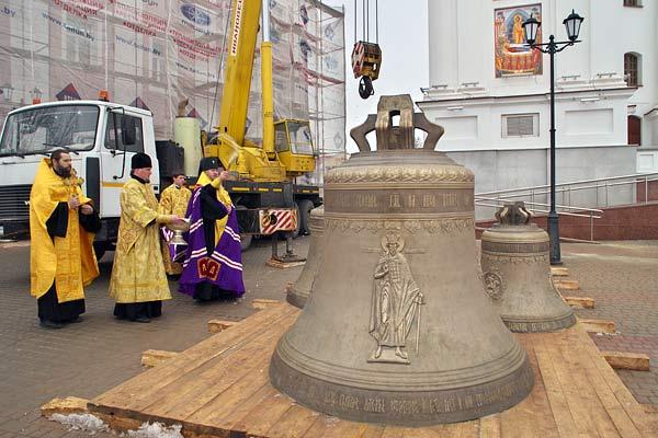 Самый большой колокол Беларуси звонит в Витебске. Фото news21.by