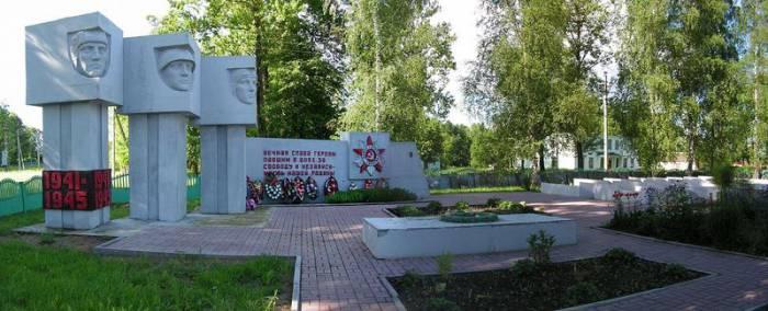 Воинский мемориал в деревне Зароново. Фото peopleandwar.ru