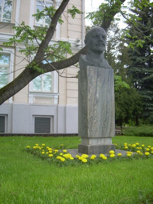 памятник ленину в витебске, художественный музей