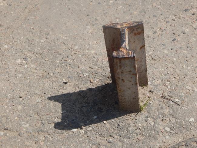 металлическая рельса, штырь, проспект фрунзе