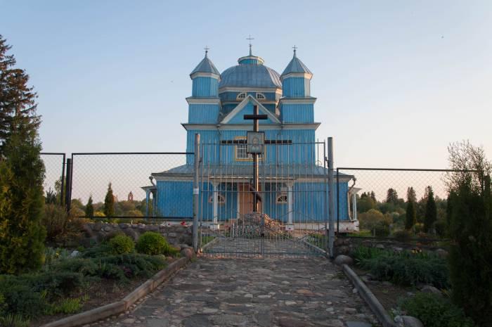 Воздушная Спасо-Преображенская церковь словно соткана из неба. Фото Анастасии Вереск