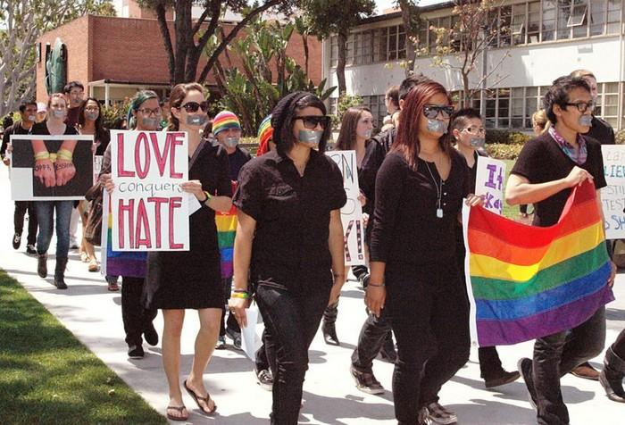 Лонг-Бич, ЛГБт, трансгендер, гендер, дискриминация, Корженевский