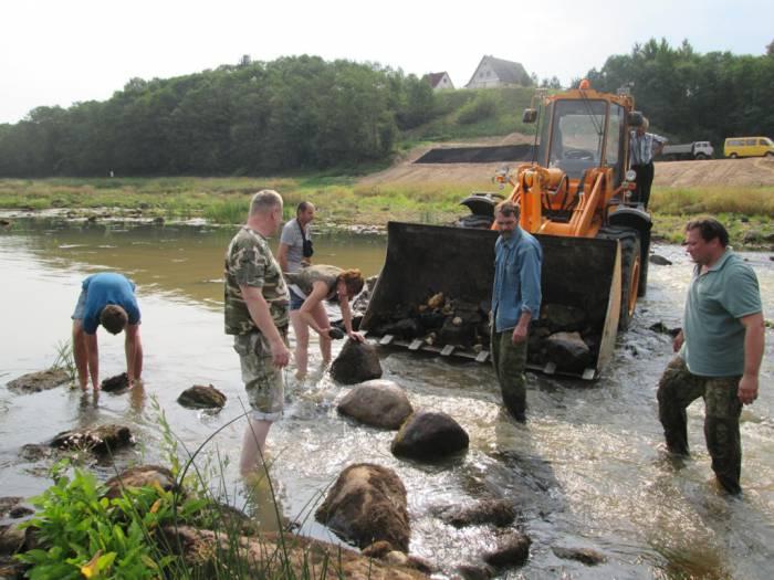 Во время пересадки водяного мха на реке Западная Двина. Лето 2015. Фото из личного архива Мержвинского