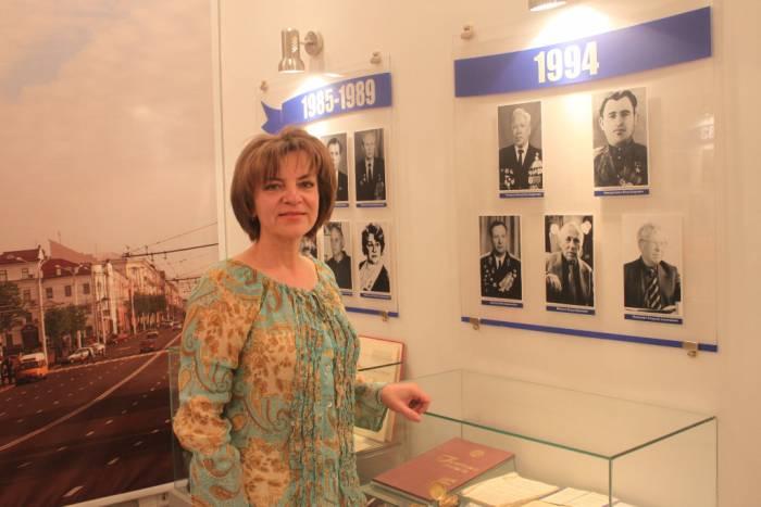 Елена Мовсесян рассказывает про Петра Кондратенко. Фото Саши Май
