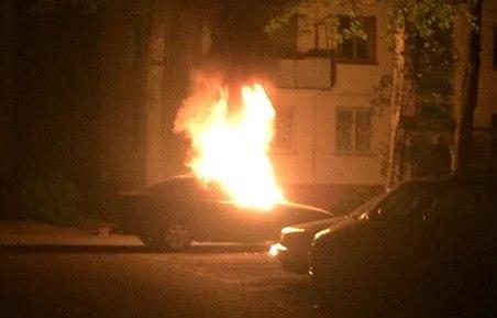 Горит BMW на Фрунзе. Фото из соцсетей