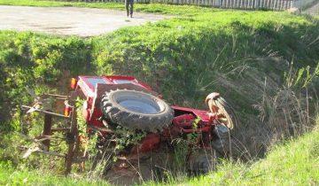опрокинулся трактор1