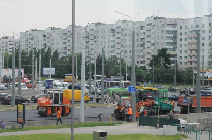 Ремонтная техника на перекрытом участке. Фото Анастасии Вереск