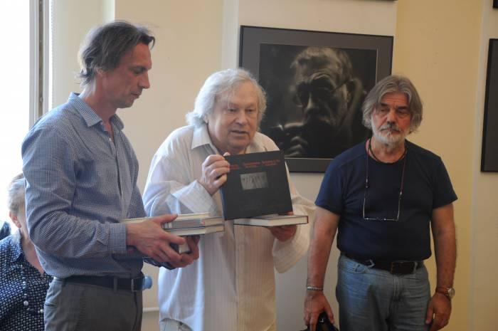 Вильгельм Михайловский подарил Художественному музею коллекцию своих фотоальбомов. Фото Анастасии Вереск