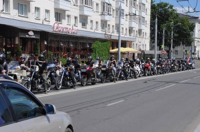 Колонна покидает площадь. Фото Анастасии Вереск