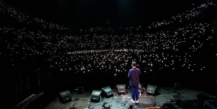 Авот Макс Корж словил волну... и теперь собирает десятки тысяч людей. Фото: maxkorzhone.ru