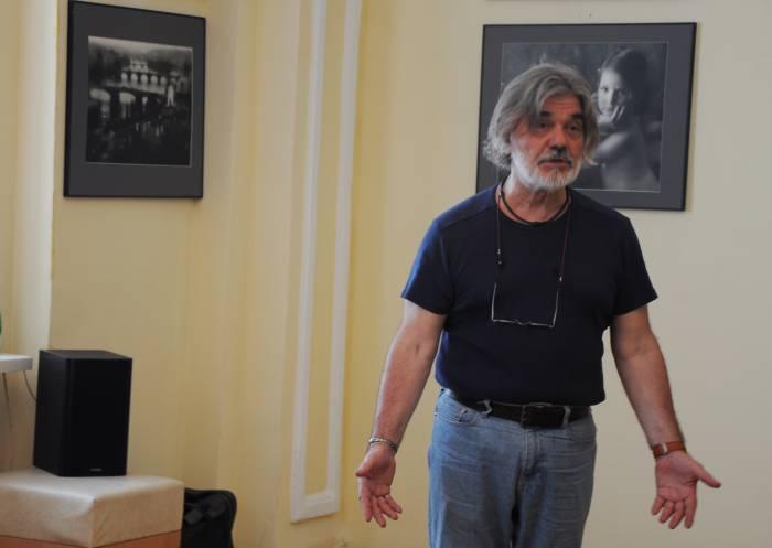 Владимир Вяткин на открытии своей выставки. Фото Анастасии вереск