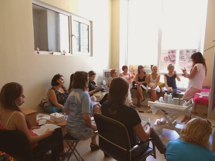 """Женщины становятся """"жертвами"""" распространителей гораздо чаще. Фото forumodua.com"""