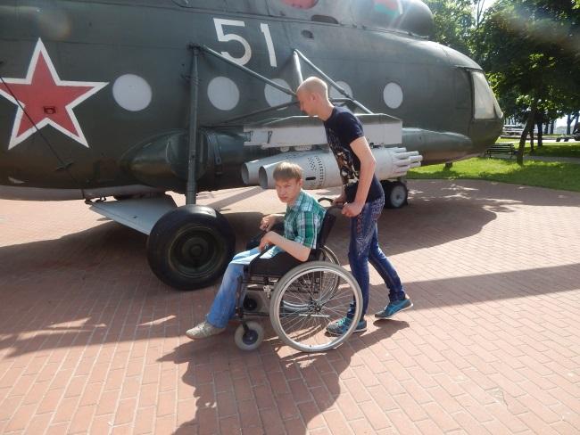 инвалиды-колясочники, парк победителей
