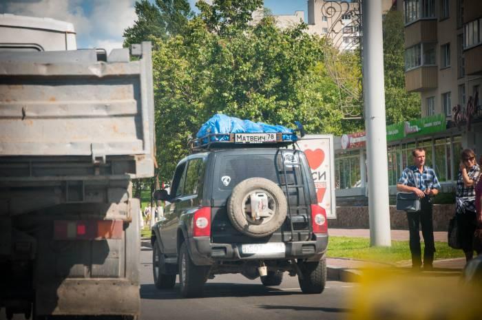 Вот такую машинку мы увидели на витебской дороге. Матвеич затерялся на просторах Московского проспекта. Фото Анастасии Вереск