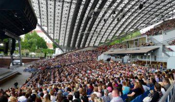 Тысячи людей пришли помочь фестивалю. Фото: Аля Покровская