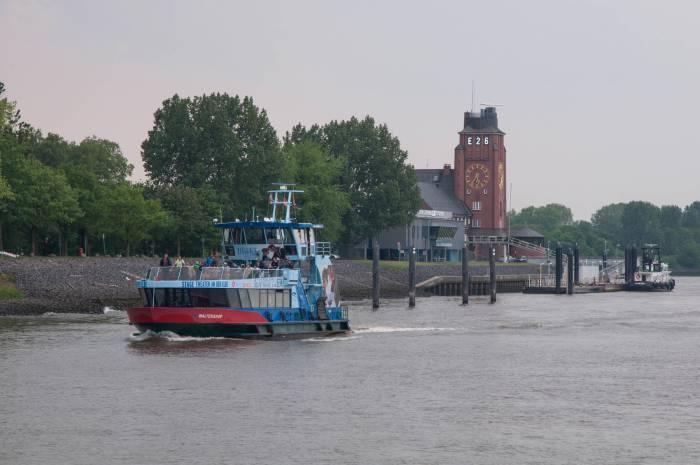 Городской водный транспорт. Фото Анастасии Вереск