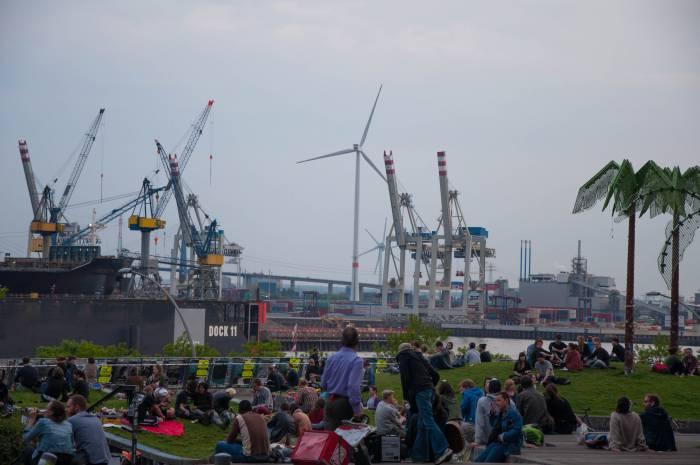 Отдых в видом на порт. Фото Анастасии Вереск