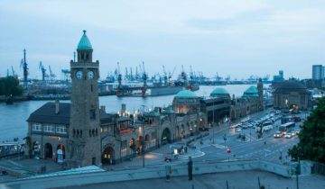 Порт в Гамбурге известен своими сувенирными лавками. Фото Анастасии Вереск