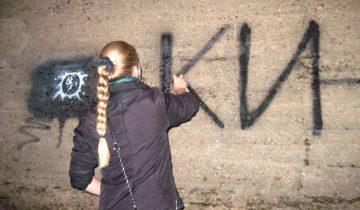 """""""Стена Цоя"""" в 2011 году, берег Двины. Фото из личного архива"""