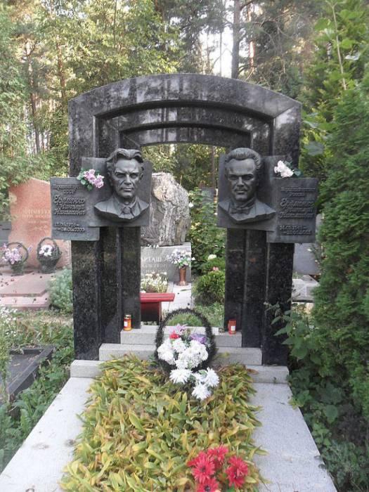 На могиле отца и сына Ерёменко. Фото nekropole.info