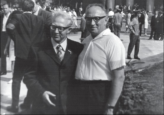 Леонид Алексеев и Михаил Рывкин на праздновании 1000-летия Витебска в 1974 году. Фото mishpoha.org