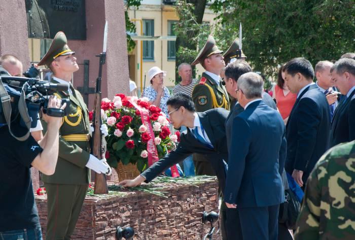 Возложение цветов. Фото Анастасии Вереск