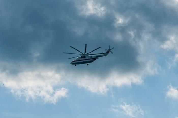 Лишь шум вертолетов нарушал привычный уклад жизни города. Фото Анастасии Вереск