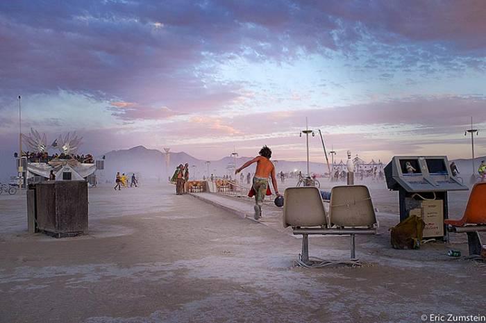 Боулинг в пустыне? Легко! Фото: reading.com.ua