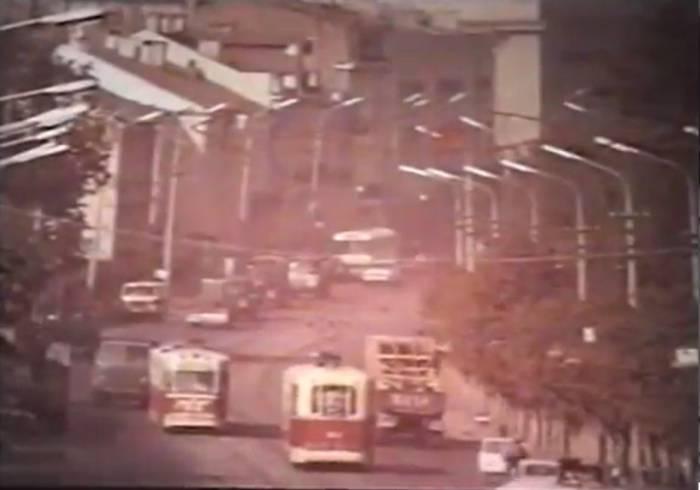 "Старые трамваи на улице города. Кадр из фильма ""Город моей судьбы"" (1974)"