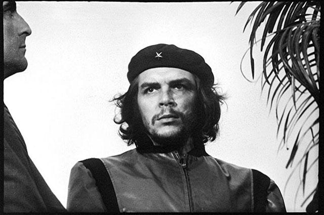Так выглядела легендарная фотография Эрнесто Че Гевара. Фото wikipedia.org / Alberto Korda