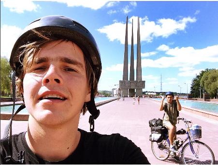 ВОкруг света на велосипедах с моторами,витебск,три штыка,площадь победы