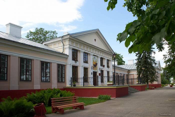 Поставский дворец Тызенгаузов. Фото fotobel.by