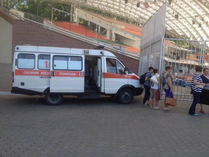 Скорая помощь дежурит в витебском амфитеатре. Фото Алекс Сатевис.