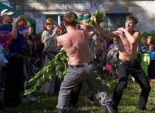 В этот день было принято обжигать друг друга крапивой, чтобы обрести здоровье. Фото tlttimes.ru