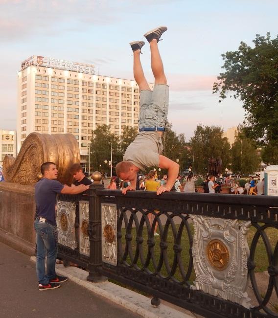 кировский мост, славянский базар