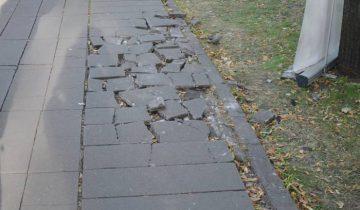 Эта дорожка серьезно нуждается в починке. Фото Анастасии Вереск