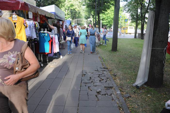 Тротуар по улице Кирова. Фото Анастасии Вереск