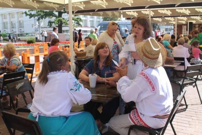 """витебск, """"славянский базар"""", люди отдыхают"""