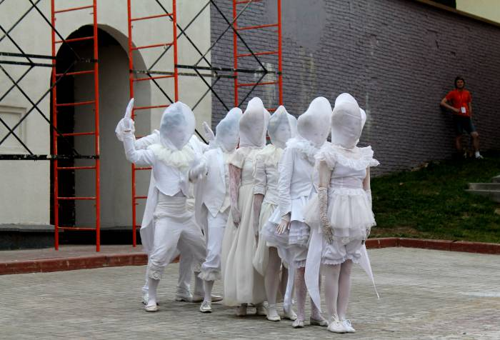 славянка, на семи ветрах, уличный театр