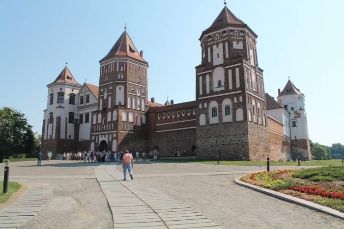 мирский замок, туризм