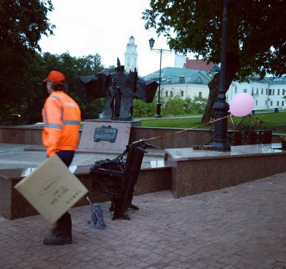 мусоровозка, арт-объект, уборка, Дёмчев, Витебск, Корженевский