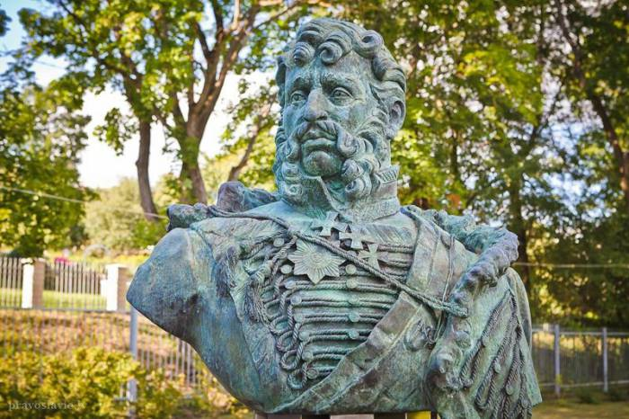 Памятник Якову Кульневу в Лудзе. Фото old.nasha.lv