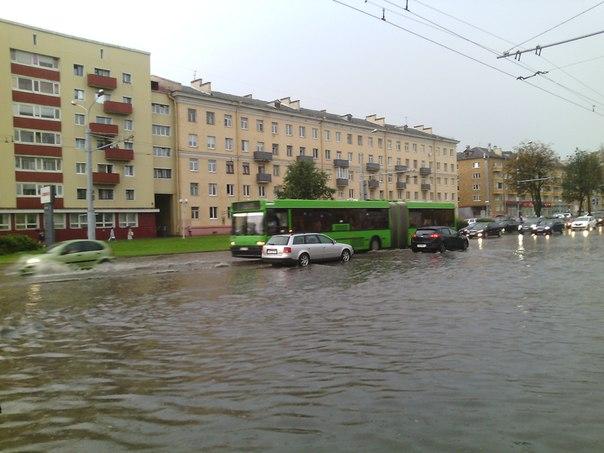 В Минске наземный транспорт на время стал водным. Источник фото: соцсети