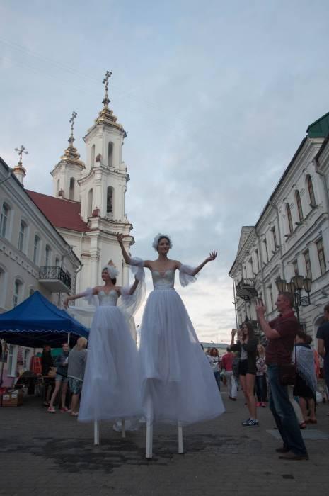 Волшебство на улице Толстого. Фото Анастасии Вереск